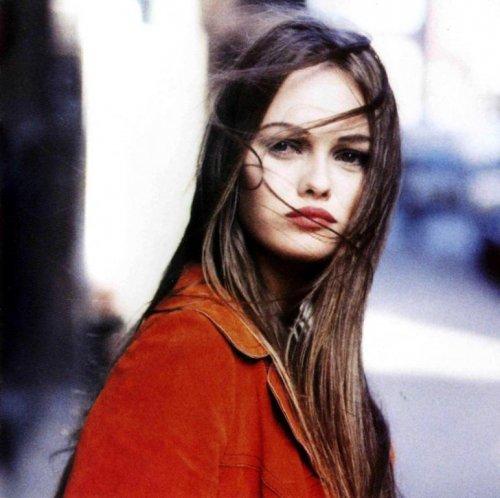 Vanessa-Paradis-rouge.jpg