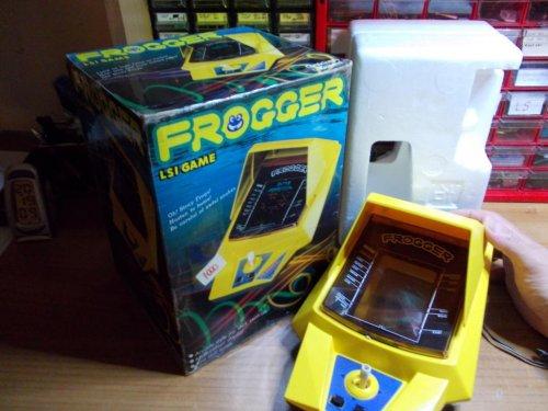 GAKKEN_LSI_Frogger_Side_1.jpg