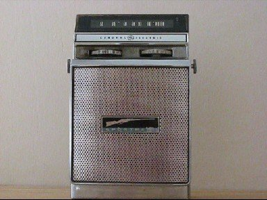 παλια ραδιοφωνα General Electric P860 tsalk.jpg