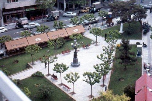 Η Πλατεία Εξαρχείων το 1974 Jeff Schaper.jpg